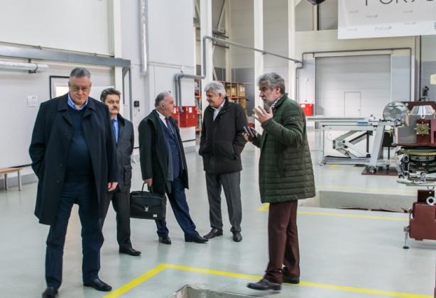 Советнику губернатора Санкт-Петербурга продемонстрировали новые аппараты гамма-терапии